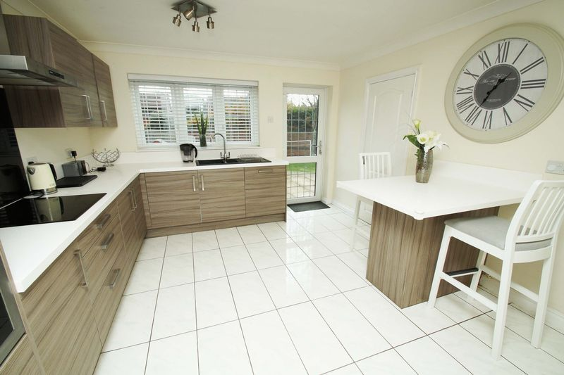 4 bed house for sale in Riverside Close  - Property Image 2