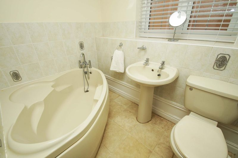 4 bed house for sale in Riverside Close  - Property Image 13