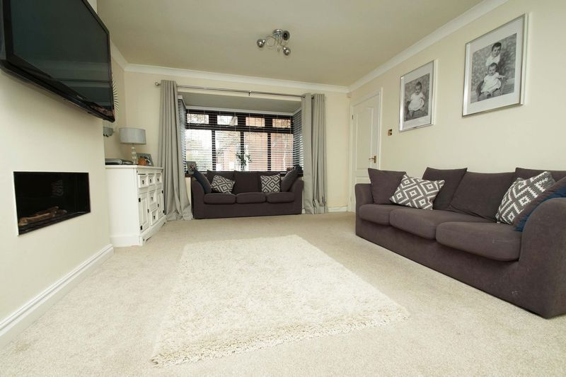 4 bed house for sale in Riverside Close 3