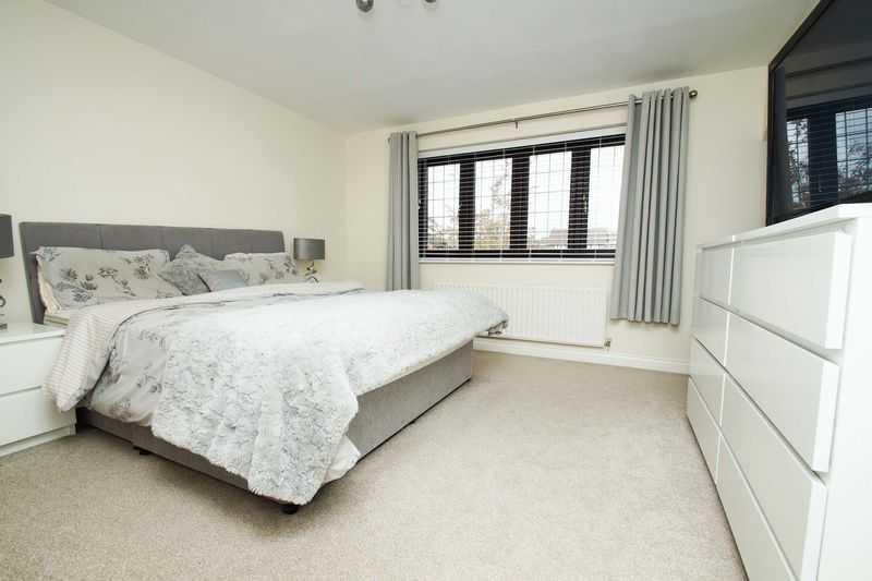 4 bed house for sale in Riverside Close  - Property Image 4