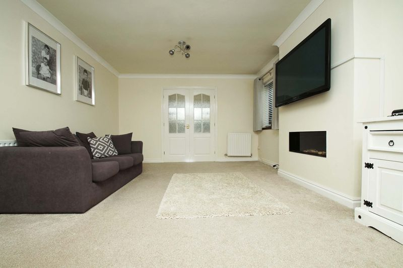 4 bed house for sale in Riverside Close 6