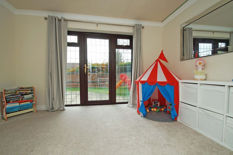 4 bed house for sale in Riverside Close 7