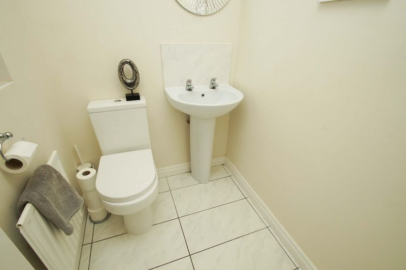 4 bed house for sale in Riverside Close 8