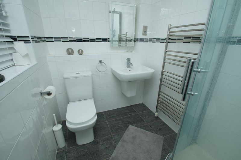 4 bed house for sale in Riverside Close  - Property Image 9