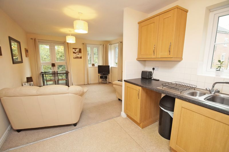 2 bed flat for sale in School Drive 5