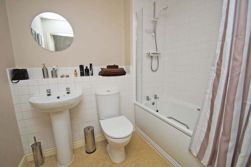 2 bed flat for sale in School Drive 9