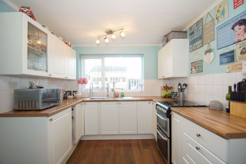 3 bed house for sale in Badger Close 2