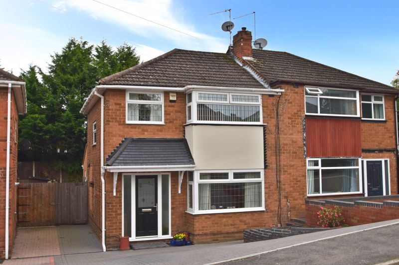 3 bed house for sale in Maypole Drive 1
