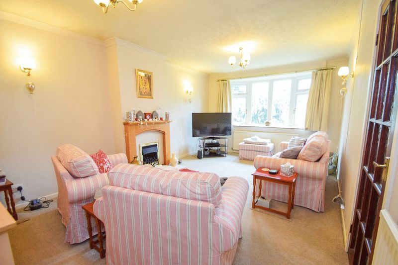 3 bed bungalow for sale in Austcliff Close  - Property Image 6