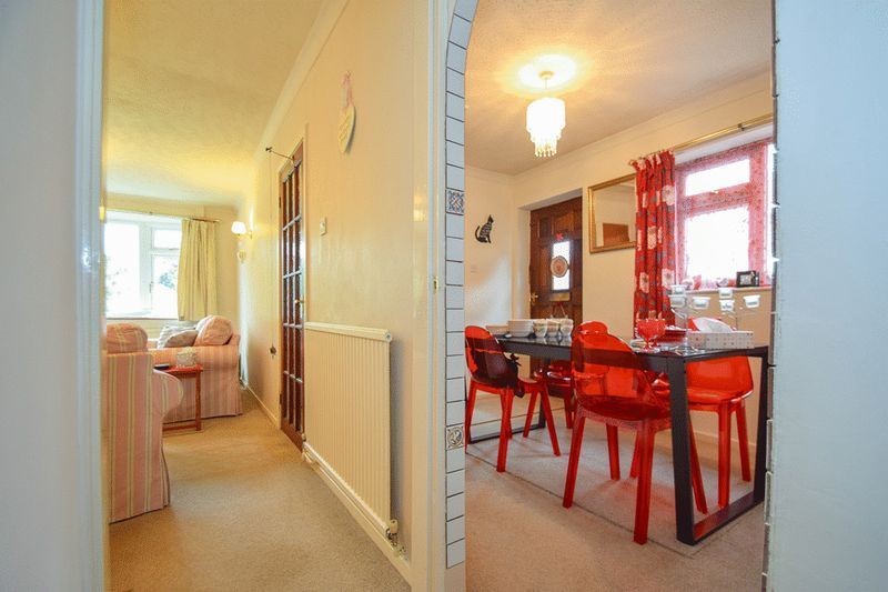 3 bed bungalow for sale in Austcliff Close  - Property Image 7