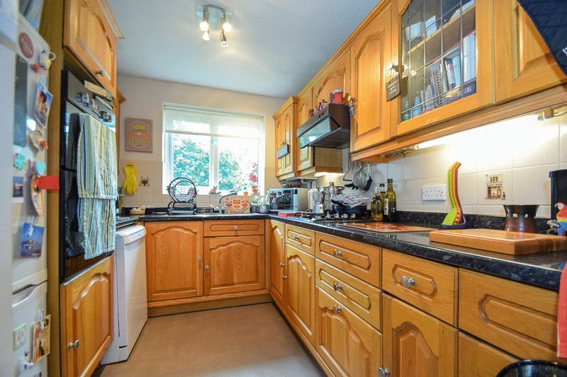 3 bed bungalow for sale in Austcliff Close 9