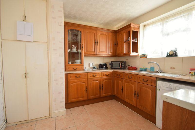 2 bed flat for sale in Dobbins Oak Road 3