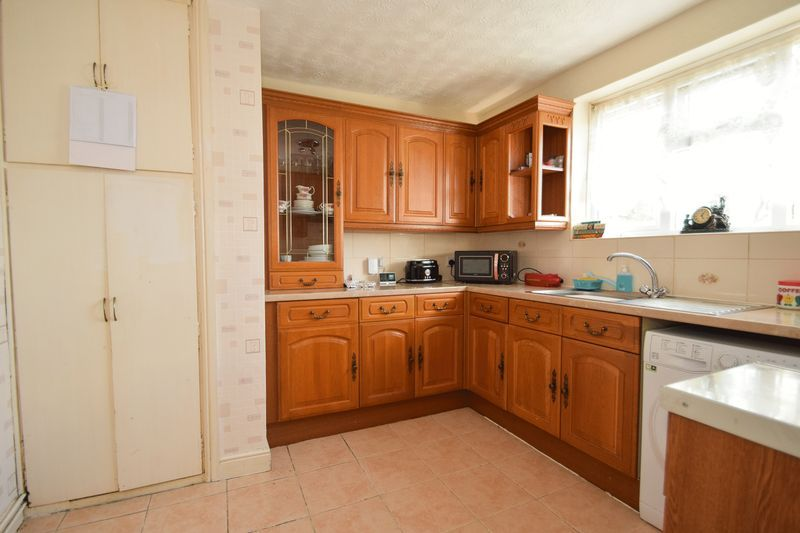 2 bed flat for sale in Dobbins Oak Road  - Property Image 3