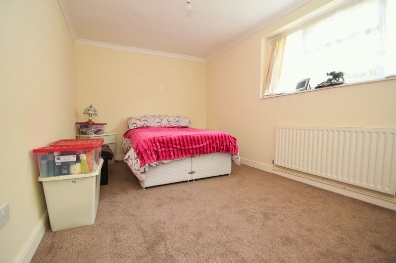 2 bed flat for sale in Dobbins Oak Road  - Property Image 5