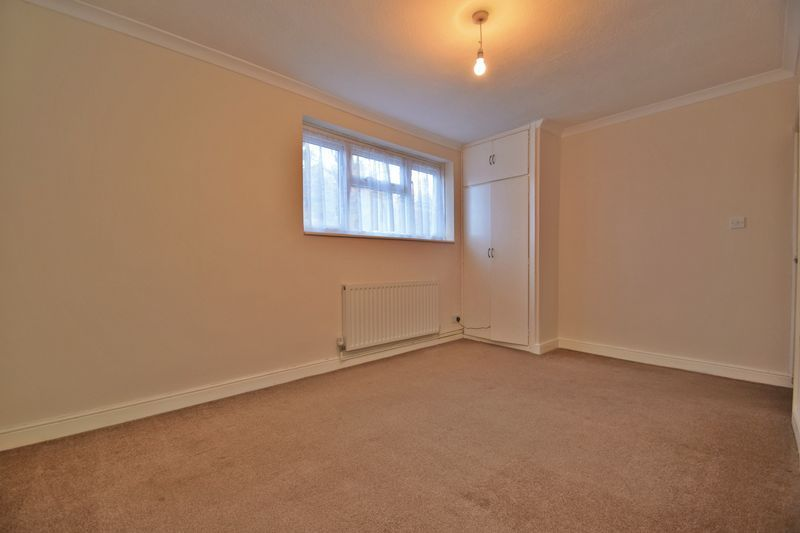 2 bed flat for sale in Dobbins Oak Road  - Property Image 6