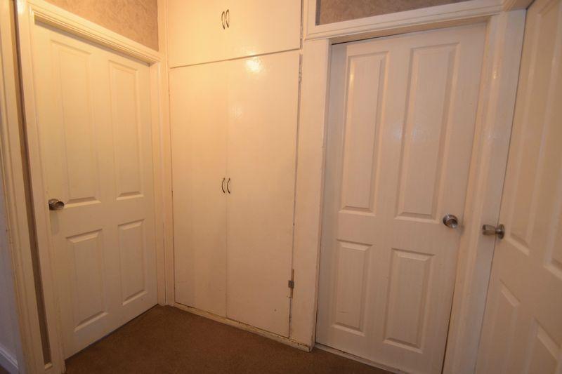 2 bed flat for sale in Dobbins Oak Road 7