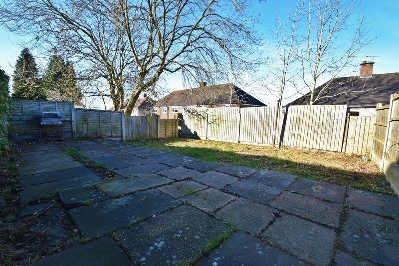 2 bed flat for sale in Dobbins Oak Road 8