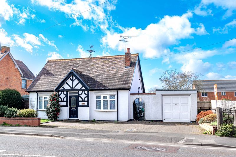 2 bed bungalow for sale in Worcester Road - Property Image 1