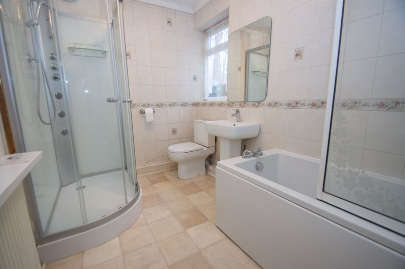2 bed bungalow for sale in Worcester Road 7