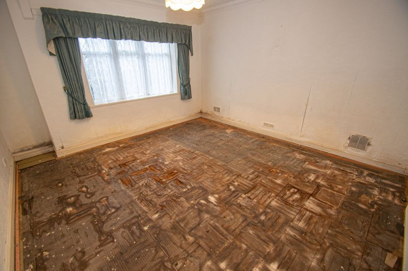 2 bed bungalow for sale in Worcester Road 9