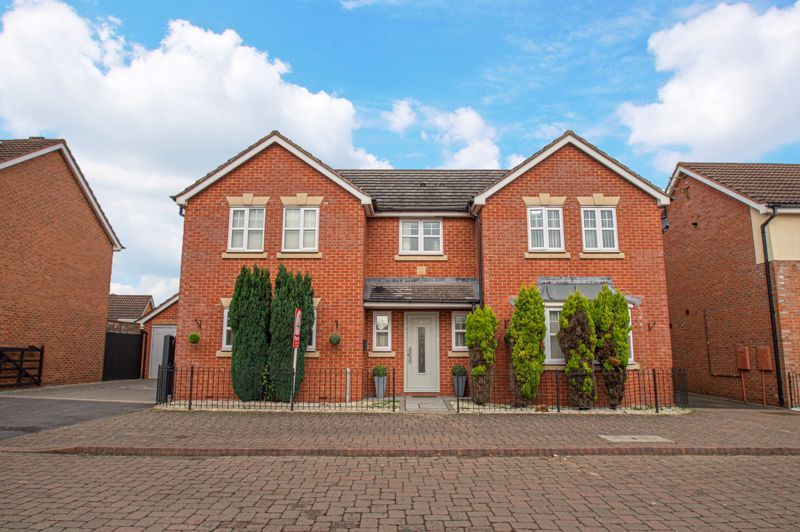 4 bed house for sale in Wheelers Lane 1