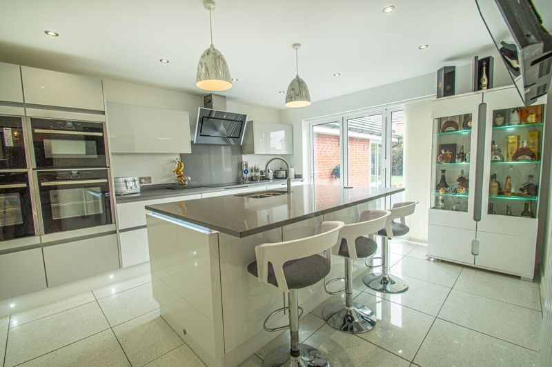 4 bed house for sale in Wheelers Lane 16