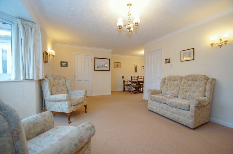 3 bed bungalow for sale in Norbury Close 4