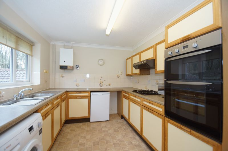 3 bed bungalow for sale in Norbury Close 8