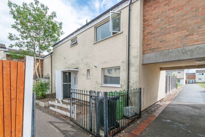 4 bed house for sale in Ombersley Close 1
