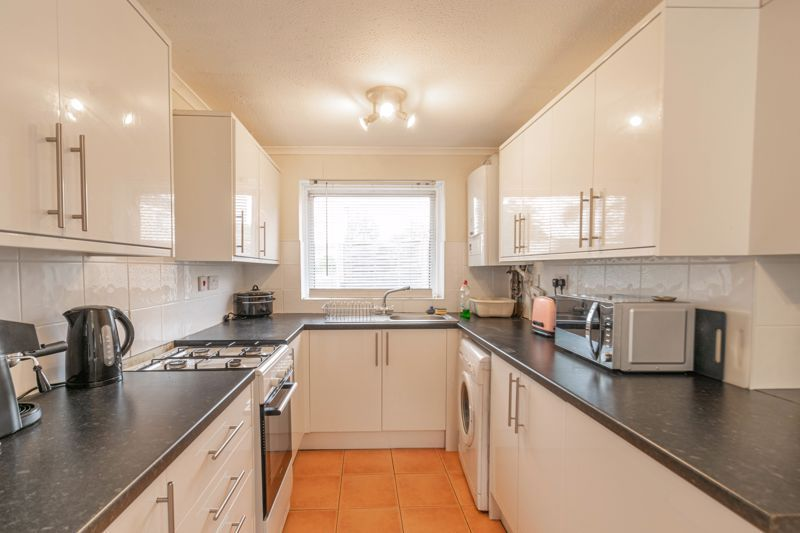 4 bed house for sale in Ombersley Close 2