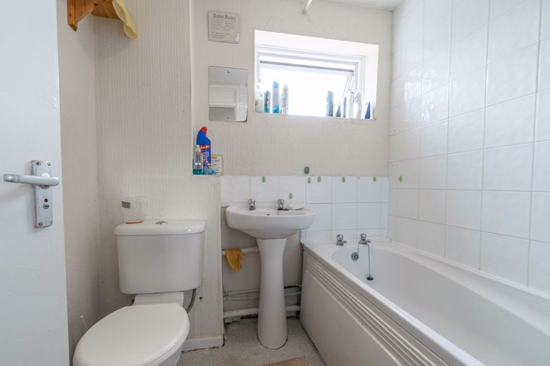 4 bed house for sale in Ombersley Close 12