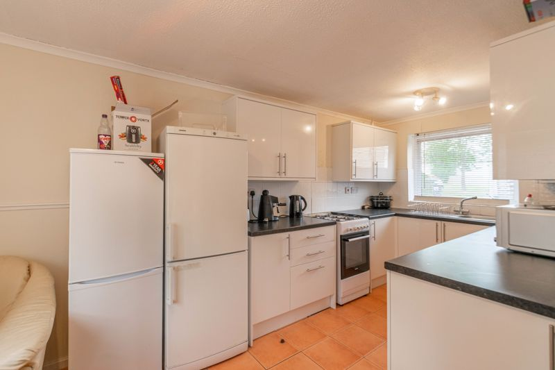 4 bed house for sale in Ombersley Close 3