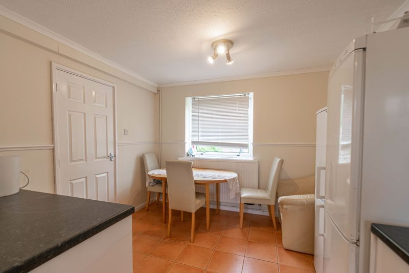 4 bed house for sale in Ombersley Close 4