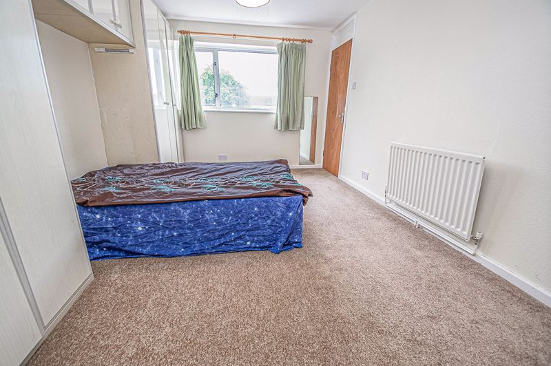 4 bed house for sale in Ombersley Close 8
