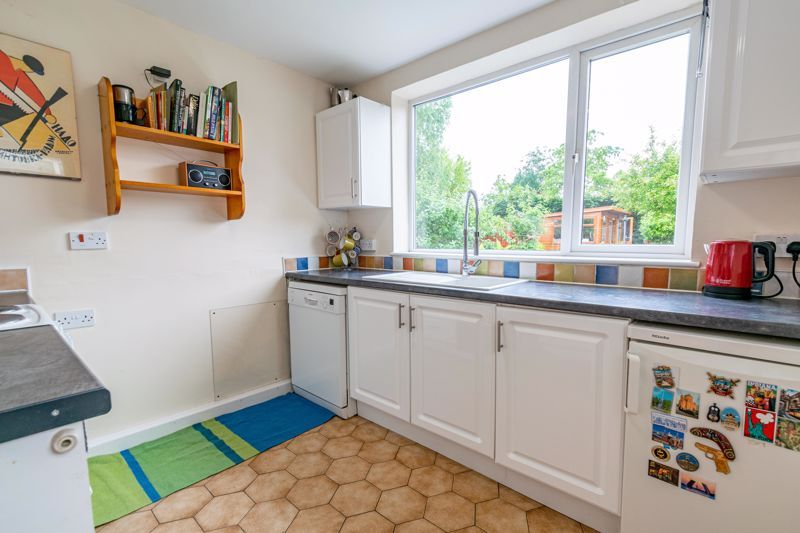 3 bed house for sale in Stoke Road 5