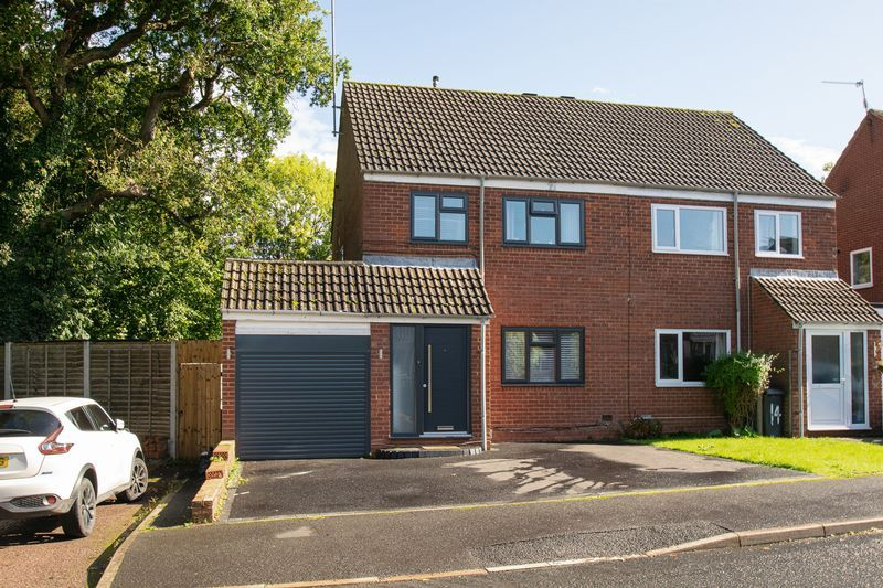 3 bed house for sale in Kitebrook Close 1