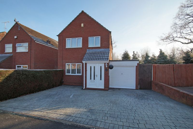 3 bed house for sale in Lassington Close - Property Image 1
