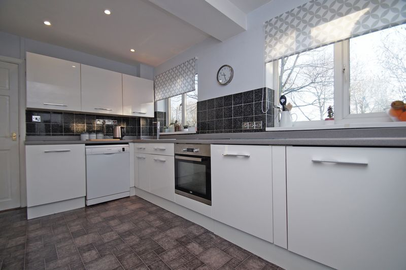 3 bed house for sale in Lassington Close 2