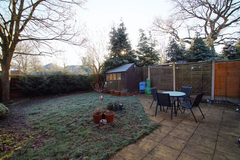 3 bed house for sale in Lassington Close 13