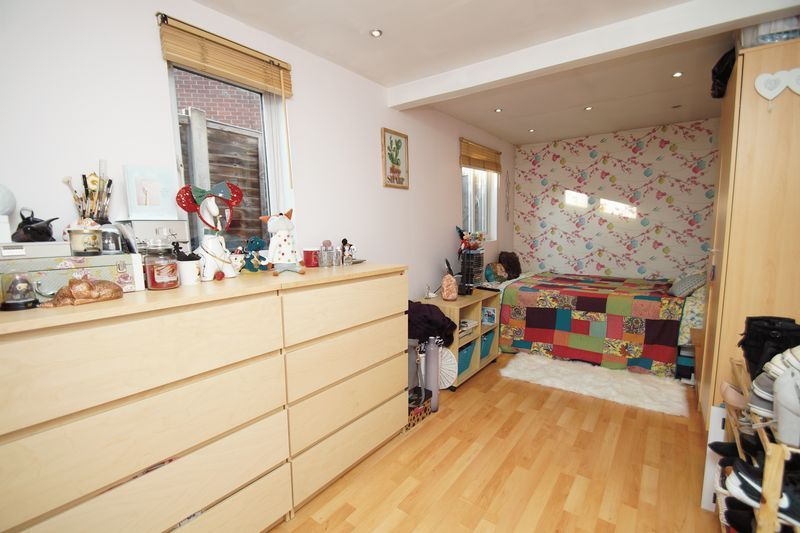 3 bed house for sale in Lassington Close 8