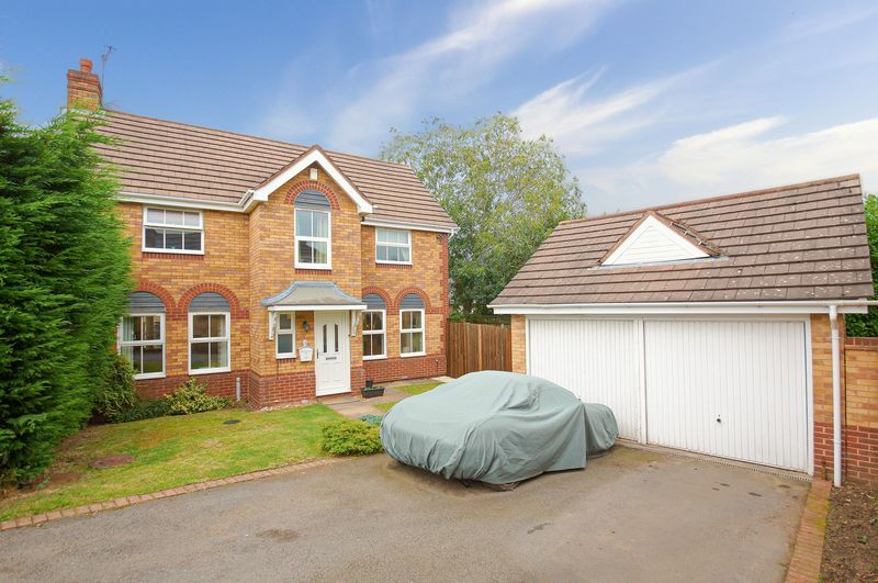 4 bed house for sale in Harbours Close  - Property Image 1