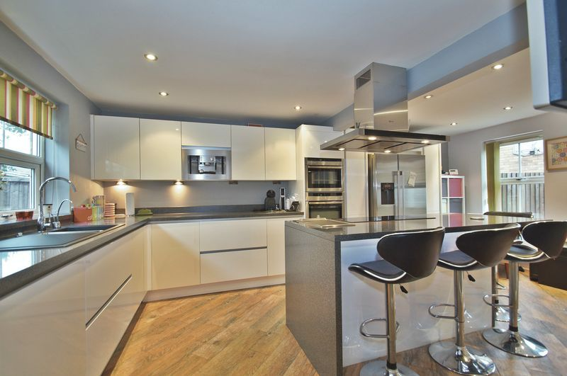 4 bed house for sale in Harbours Close 2