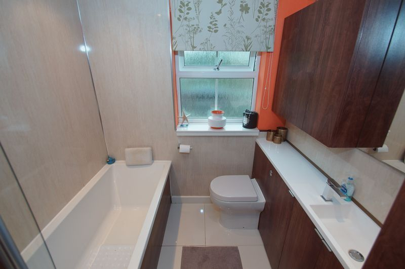 4 bed house for sale in Harbours Close 13