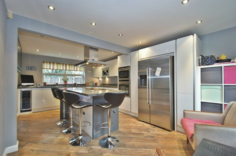 4 bed house for sale in Harbours Close  - Property Image 3