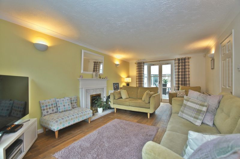 4 bed house for sale in Harbours Close  - Property Image 7