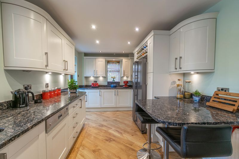5 bed house for sale in Towbury Close  - Property Image 2