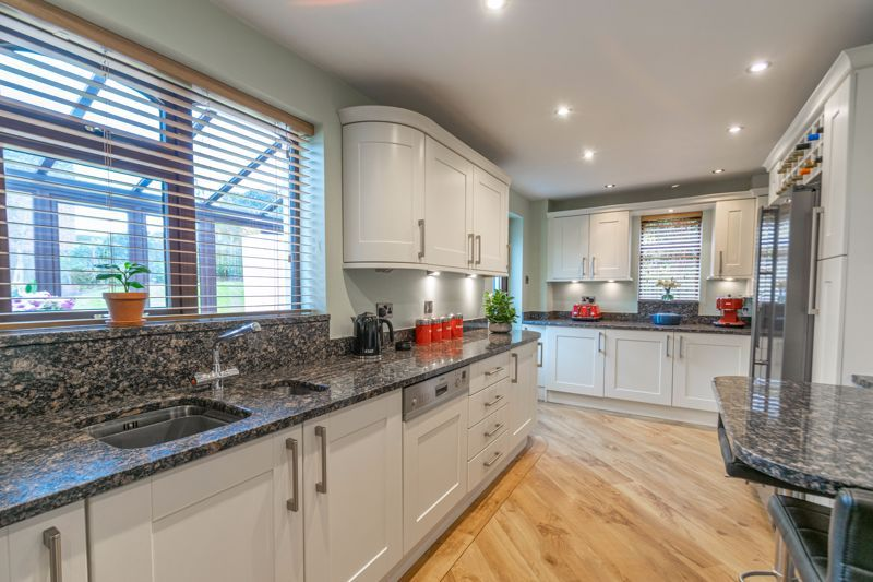 5 bed house for sale in Towbury Close 15