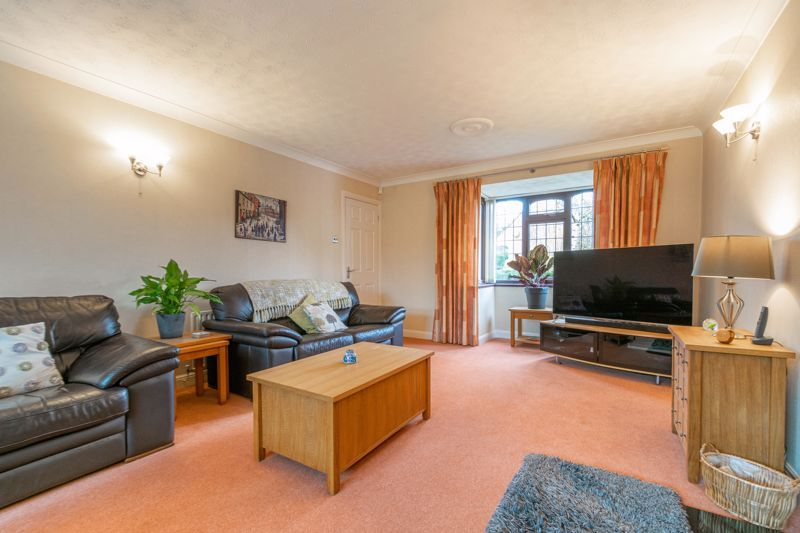 5 bed house for sale in Towbury Close 17