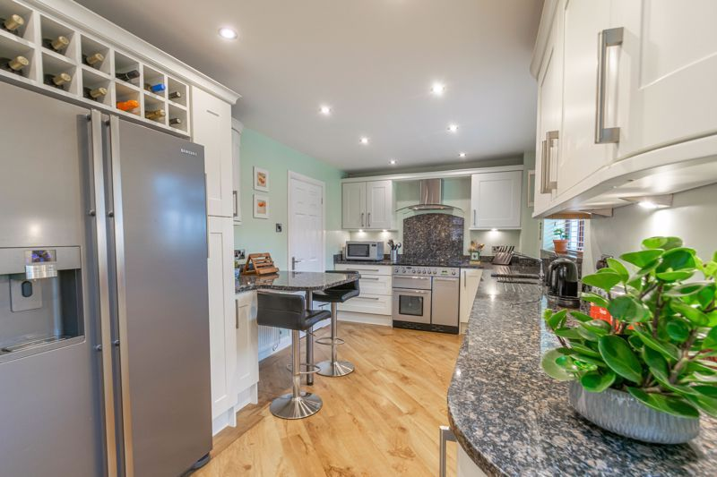 5 bed house for sale in Towbury Close 3