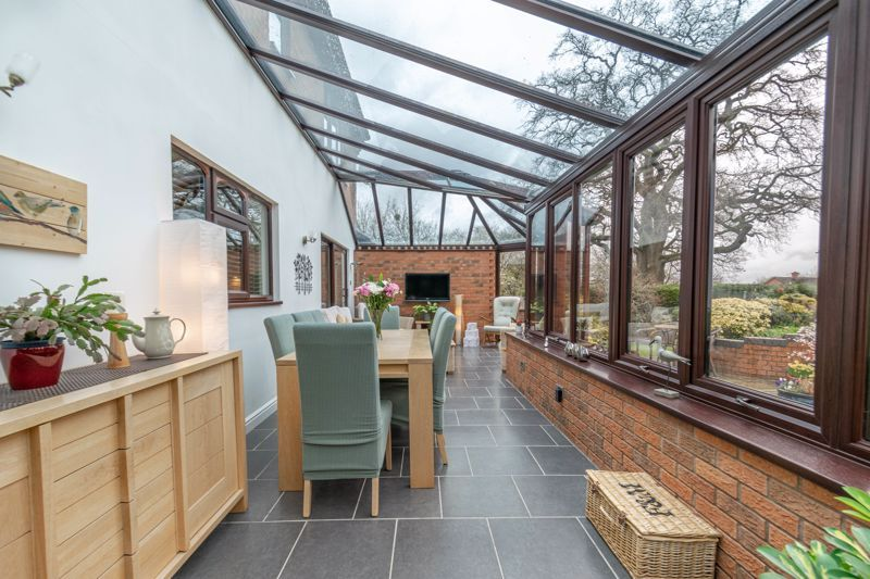 5 bed house for sale in Towbury Close 5